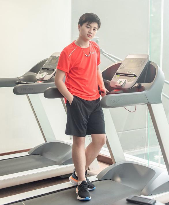 15 tuổi nặng 90kg, cậu bé Kỳ Vĩ đã giảm ngoạn mục 22 ký sau 8 tháng như thế nào? - Ảnh 2.