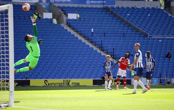 Thua ngược Brighton phút cuối, Arsenal cạn hi vọng vào tốp 4 - Ảnh 1.
