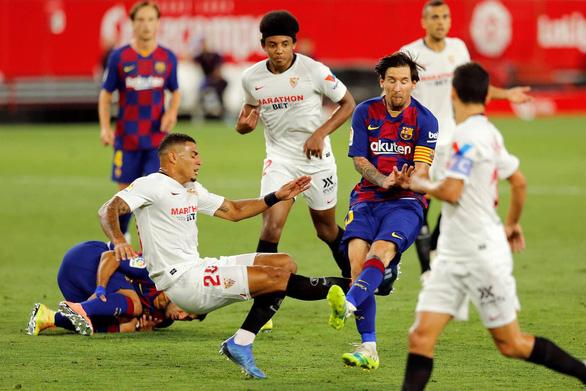 Barca bị Sevilla cầm hòa, Messi suýt đánh nhau trên sân - Ảnh 3.