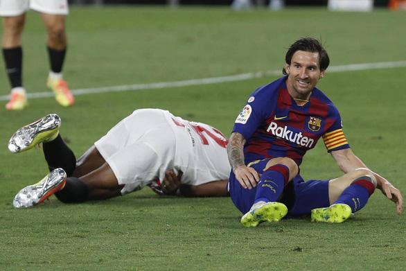 Barca bị Sevilla cầm hòa, Messi suýt đánh nhau trên sân - Ảnh 1.