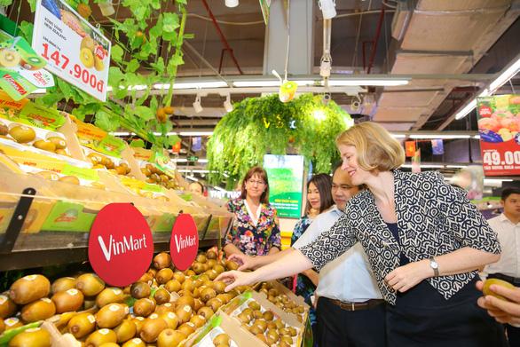 Lễ hội trái cây nhập khẩu New Zealand tại VinMart - Ảnh 2.
