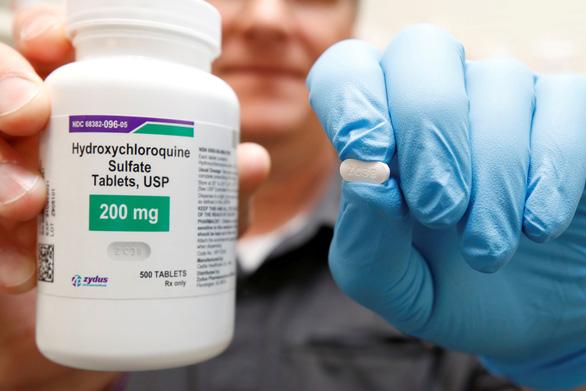 Mỹ ngưng dùng thuốc sốt rét trị COVID-19, thừa 63 triệu liều để làm gì? - Ảnh 1.