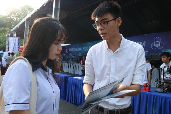 Sáng nay, báo Tuổi Trẻ tư vấn tuyển sinh ở TP.HCM, Hà Nội, Đà Nẵng - Ảnh 10.