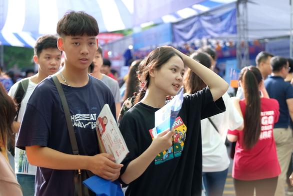 Sáng nay, báo Tuổi Trẻ tư vấn tuyển sinh ở TP.HCM, Hà Nội, Đà Nẵng - Ảnh 9.