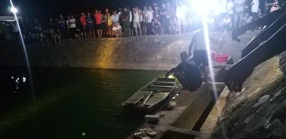 2 cha con đi câu cá chết dưới hồ nước - Ảnh 1.