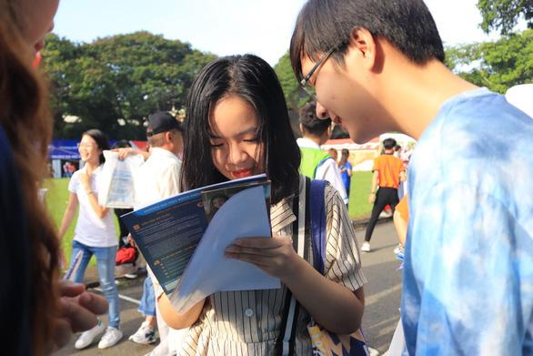 Sáng nay, báo Tuổi Trẻ tư vấn tuyển sinh ở TP.HCM, Hà Nội, Đà Nẵng - Ảnh 12.