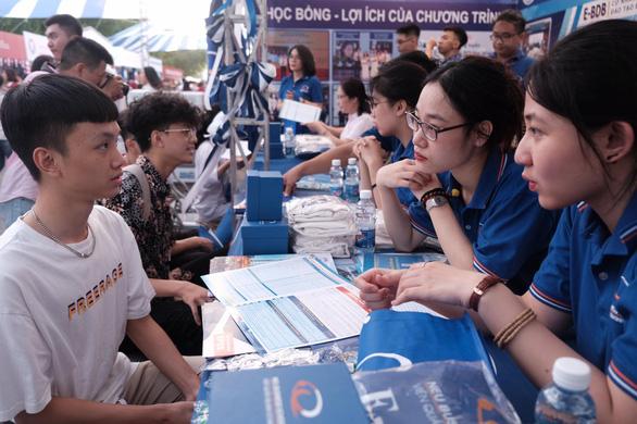 Sáng nay, báo Tuổi Trẻ tư vấn tuyển sinh ở TP.HCM, Hà Nội, Đà Nẵng - Ảnh 13.