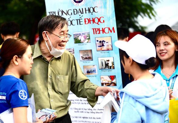Sáng nay, báo Tuổi Trẻ tư vấn tuyển sinh ở TP.HCM, Hà Nội, Đà Nẵng - Ảnh 11.
