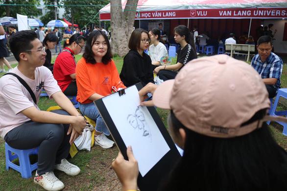 Trường ĐH đem hàng hot tới ngày hội tư vấn tuyển sinh - Ảnh 7.