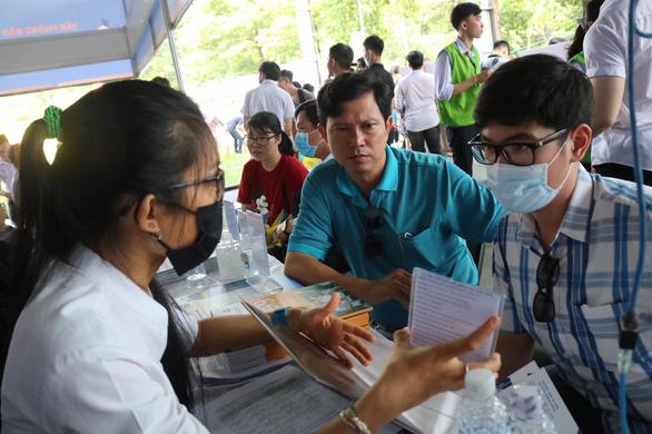 Sáng nay, báo Tuổi Trẻ tư vấn tuyển sinh ở TP.HCM, Hà Nội, Đà Nẵng - Ảnh 14.