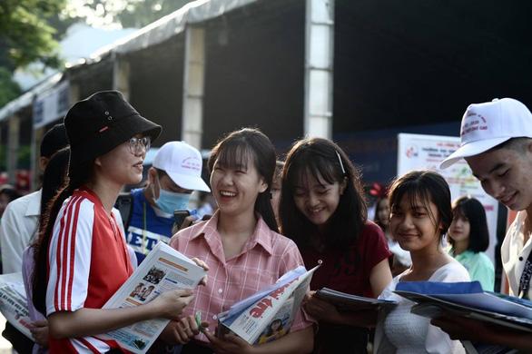 Sáng nay, báo Tuổi Trẻ tư vấn tuyển sinh ở TP.HCM, Hà Nội, Đà Nẵng - Ảnh 8.