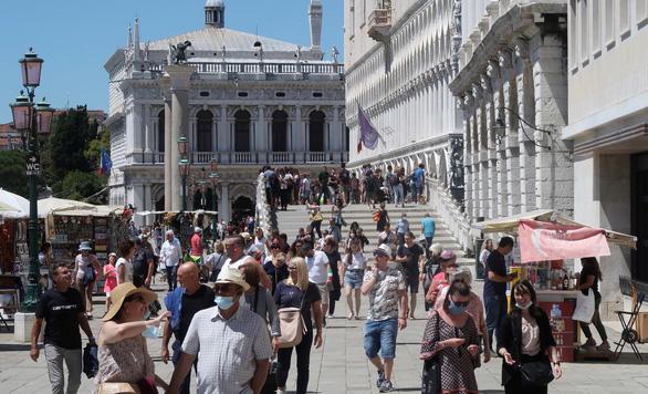 Tây Ban Nha, Ý cho phép du khách EU, khối Schengen và Anh nhập cảnh không cách ly - Ảnh 1.