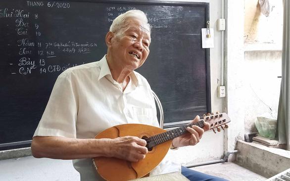 Tuổi 92, tác phong và tâm hồn 20 của ông Bảy Huệ - Ảnh 1.