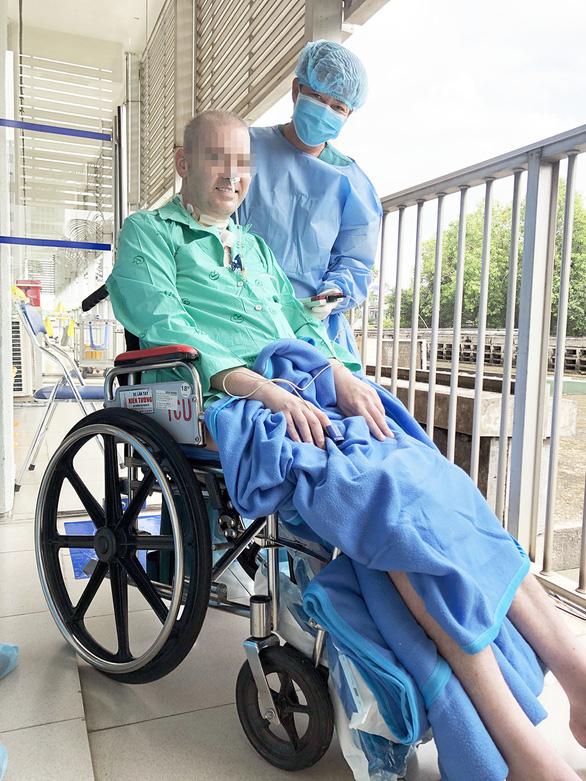 Phi công người Anh vật tay gay cấn với bác sĩ Trần Thanh Linh - Ảnh 1.