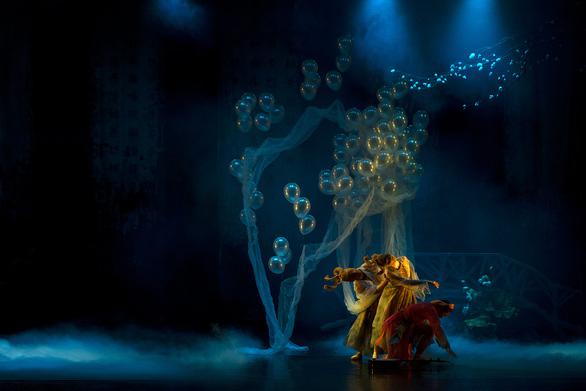 Ballet Kiều đêm công diễn: Ấn tượng nhưng vẫn kỳ vọng chiều sâu hơn - Ảnh 3.