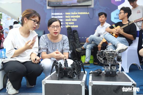Robot thông minh, thầy đồ cùng dự Ngày hội tư vấn tuyển sinh 2020 - Ảnh 4.