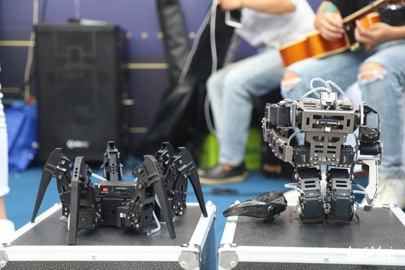 Robot thông minh, thầy đồ cùng dự Ngày hội tư vấn tuyển sinh 2020 - Ảnh 3.