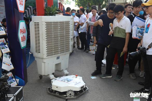 Robot thông minh, thầy đồ cùng dự Ngày hội tư vấn tuyển sinh 2020 - Ảnh 5.