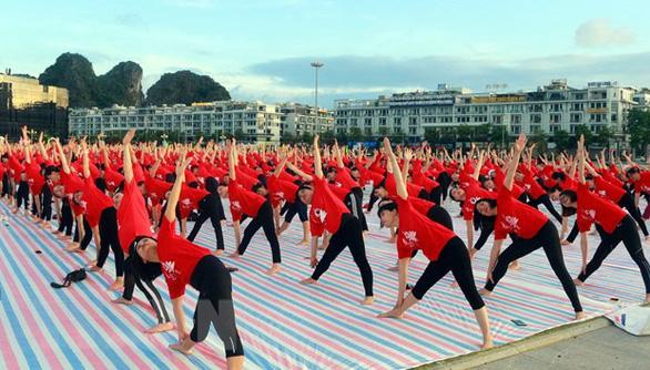 3.000 người đồng diễn Ngày quốc tế yoga lần thứ 6 - Ảnh 2.