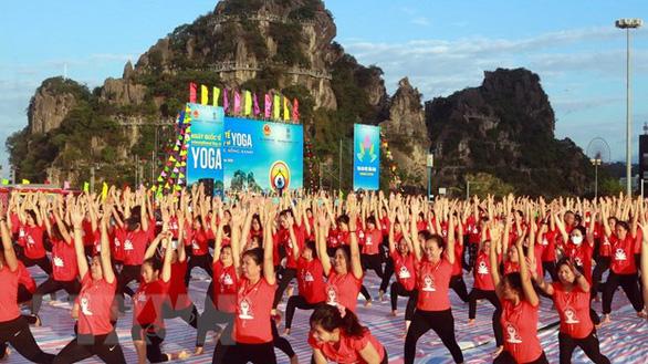 3.000 người đồng diễn Ngày quốc tế yoga lần thứ 6 - Ảnh 3.
