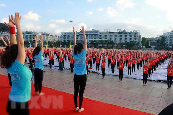 3.000 người đồng diễn Ngày quốc tế yoga lần thứ 6 - Ảnh 5.