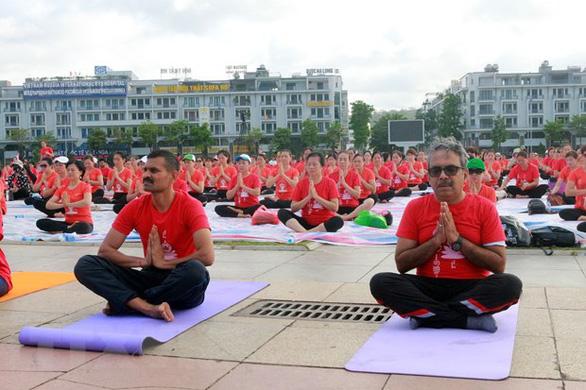 3.000 người đồng diễn Ngày quốc tế yoga lần thứ 6 - Ảnh 4.
