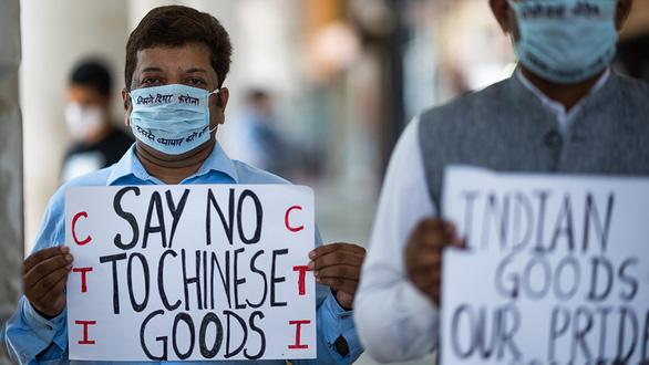 Dân Ấn sôi sục tẩy chay hàng Trung Quốc: nói dễ, làm mới khó... - Ảnh 1.
