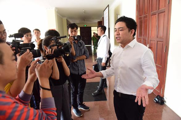 Vụ chém bác sĩ Chiêm Quốc Thái: Tòa tiếp tục đề nghị làm rõ vai trò của bà Trần Hoa Sen - Ảnh 3.