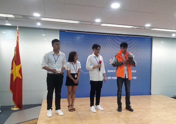 Áo khoác phao đa năng của sinh viên thắng giải cuộc thi khởi nghiệp - Ảnh 1.