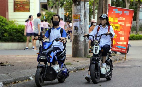 Cấp giấy phép lái xe hạng A0: Học sinh hết vô tư chạy xe máy, xe đạp điện - Ảnh 1.