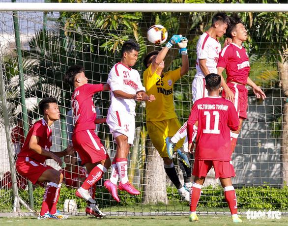 HLV Graechen hành động thú vị sau khi cầu thủ U19 HAGL ghi bàn quan trọng - Ảnh 3.
