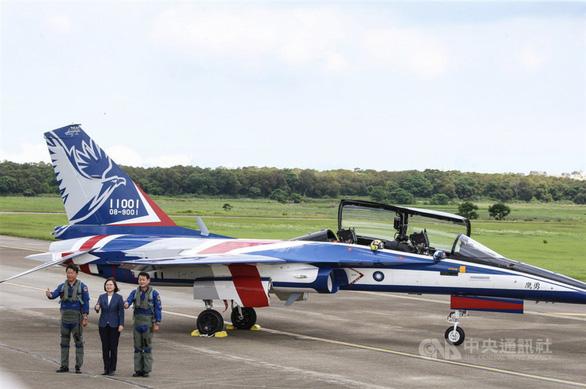 Đại bàng dũng cảm của Đài Loan cất cánh, Trung Quốc đưa máy bay tiếp cận - Ảnh 2.