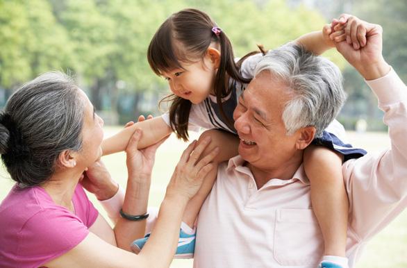 Tăng cường miễn dịch cho cha mẹ với trị liệu thần kinh cột sống - Ảnh 2.