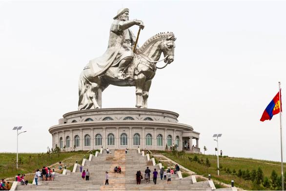 Dân Mông Cổ tự hào có ít ca mắc COVID-19 nhờ sự che chở của Thành Cát Tư Hãn - Ảnh 1.