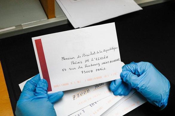 Dinh Tổng thống Pháp xử lý 20.000 thư mỗi tháng: Thư thường dân xem trọng như thư nguyên thủ  - Ảnh 1.