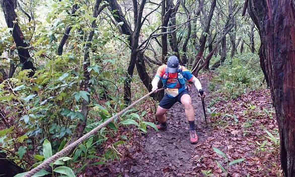 Giải marathon quốc tế Dalat Ultra Trail 2020: Lũ cuốn chết VĐV, lỗi do ai? - Ảnh 1.
