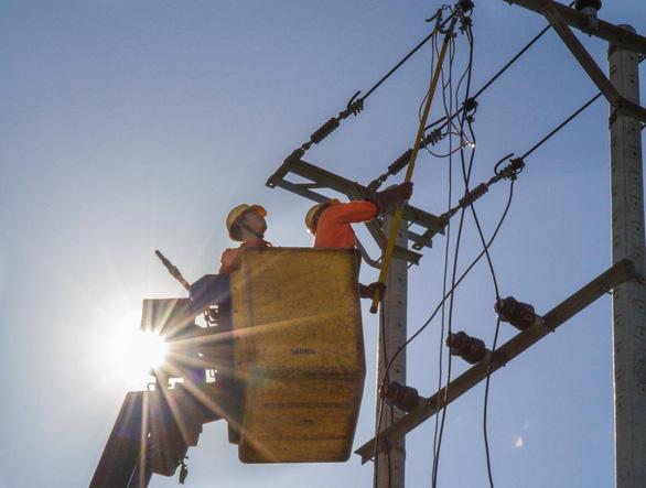 Tiêu thụ điện lại lập kỷ lục, EVN chuẩn bị phương án huy động cao - Ảnh 1.