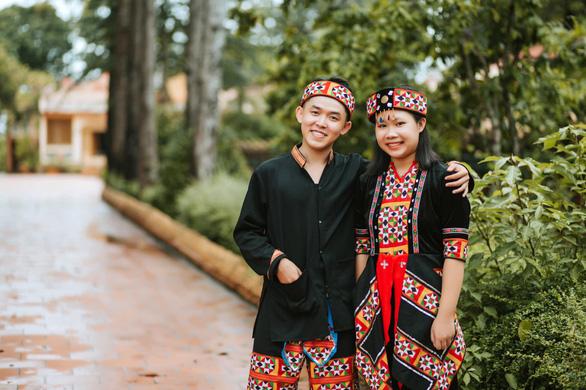 Tìm trang phục các dân tộc trên cả nước chụp bộ ảnh chia tay thời cấp III - Ảnh 6.