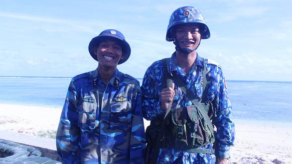 Hai người trẻ đặc biệt ở đảo Sơn Ca - Ảnh 1.