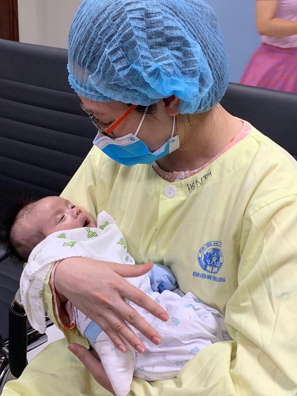 Phẫu thuật tim bẩm sinh cho bé sơ sinh chỉ 15 giờ tuổi - Ảnh 1.