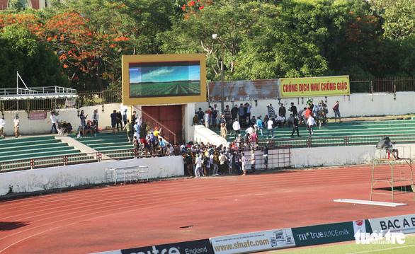 Dân xứ Nghệ bị chặt chém vé xem đội nhà đá với CLB TP.HCM - Ảnh 5.
