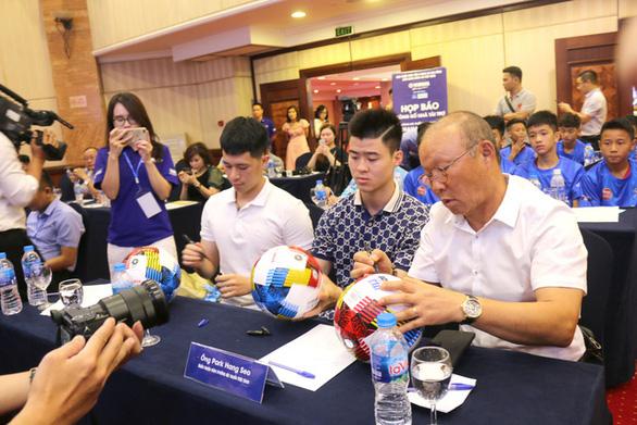"""Trung vệ Duy Mạnh: Giải bóng đá Thiếu niên là cơ hội cho cầu thủ trẻ """"cất cánh"""" - Ảnh 1."""