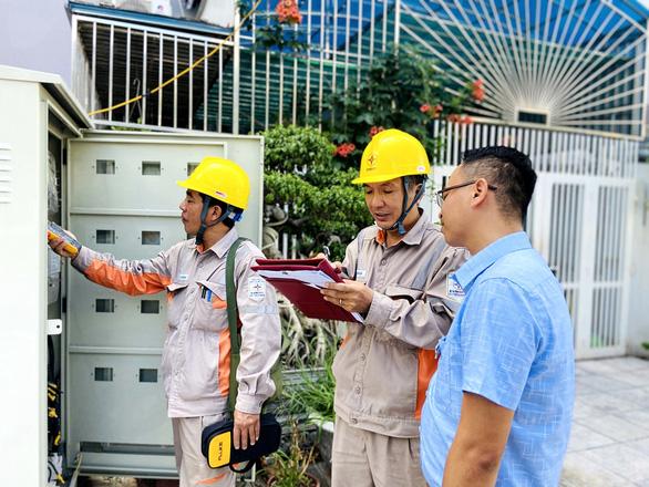 Đề xuất cách chức 3 cán bộ điện sau khi vụ tiền điện nhà dân tăng từ 368 ngàn lên 89,4 triệu - Ảnh 2.