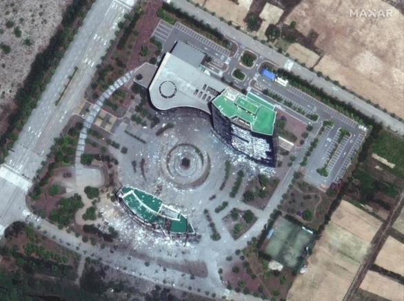 Ảnh vệ tinh cho thấy văn phòng liên lạc chung liên Triều vẫn còn sau vụ nổ khủng khiếp - Ảnh 1.