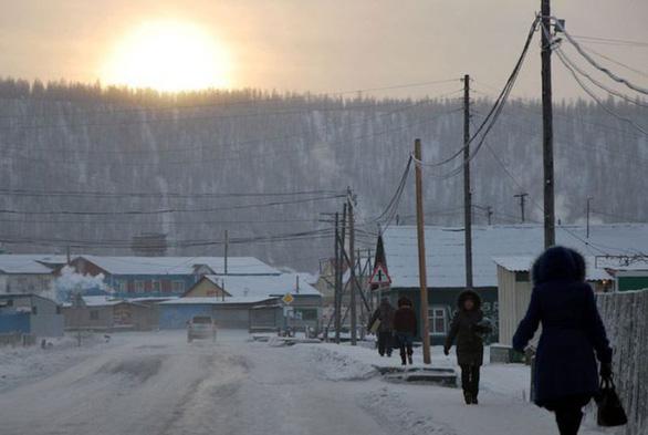 Thị trấn vùng cực Bắc trải qua ngày nóng nhất lịch sử - Ảnh 1.