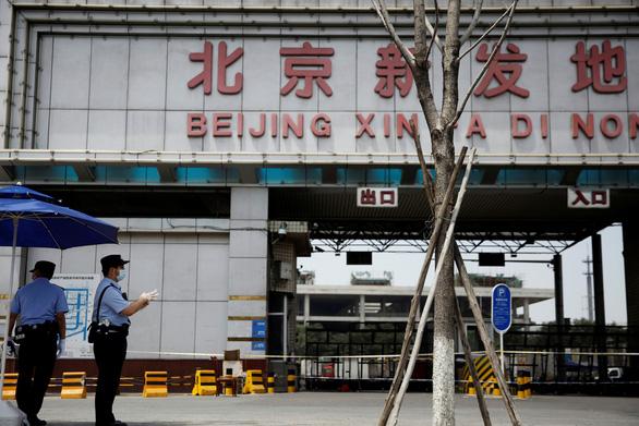 Bắc Kinh tuyên bố đã kiểm soát được ổ dịch COVID-19 mới - Ảnh 1.