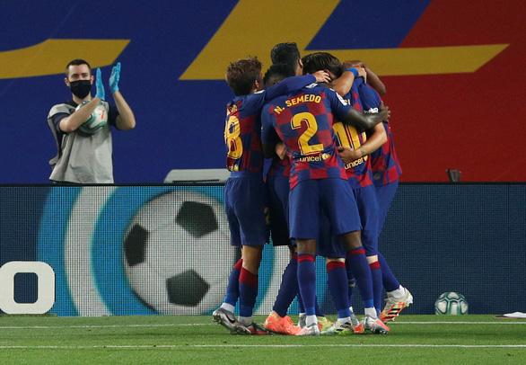 Messi 'tịt ngòi' trong ngày sinh nhật, Barcelona thắng chật vật Athletic Bilbao - Ảnh 2.