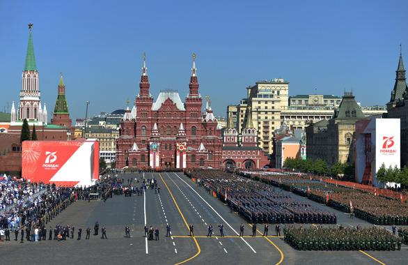 Nga duyệt binh lớn mừng 75 năm Ngày Chiến thắng, giới thiệu nhiều vũ khí mới - Ảnh 4.