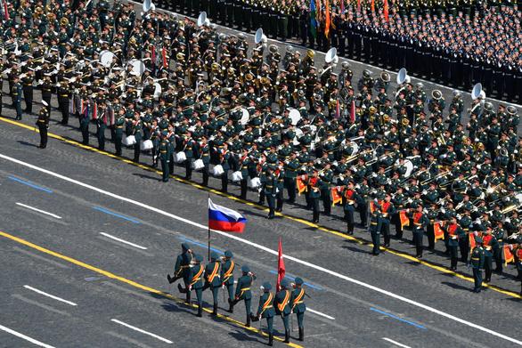 Nga duyệt binh lớn mừng 75 năm Ngày Chiến thắng, giới thiệu nhiều vũ khí mới - Ảnh 1.