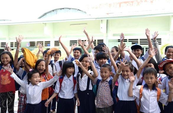 Tháo gỡ vướng mắc để học sinh nghèo được uống Sữa học đường miễn phí - Ảnh 2.